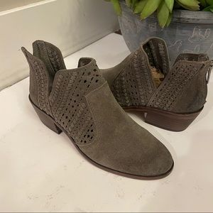 New Vince Camuto Green Suede Cutout Booties